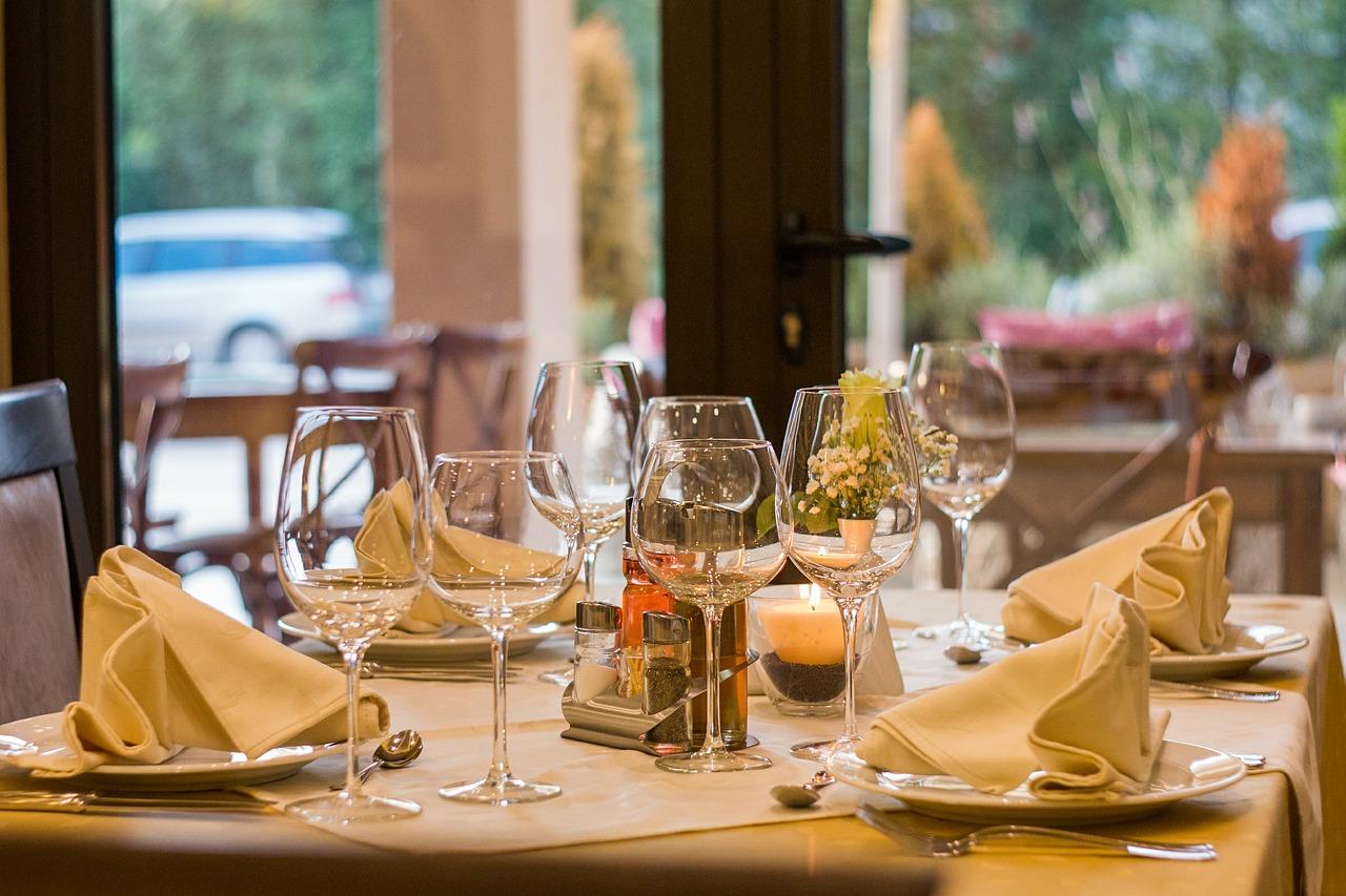 Image for Je hebt net genoten van een heerlijke maaltijd in een restaurant en de ober komt vragen of je de dessertkaart wilt zien. Jij denkt: