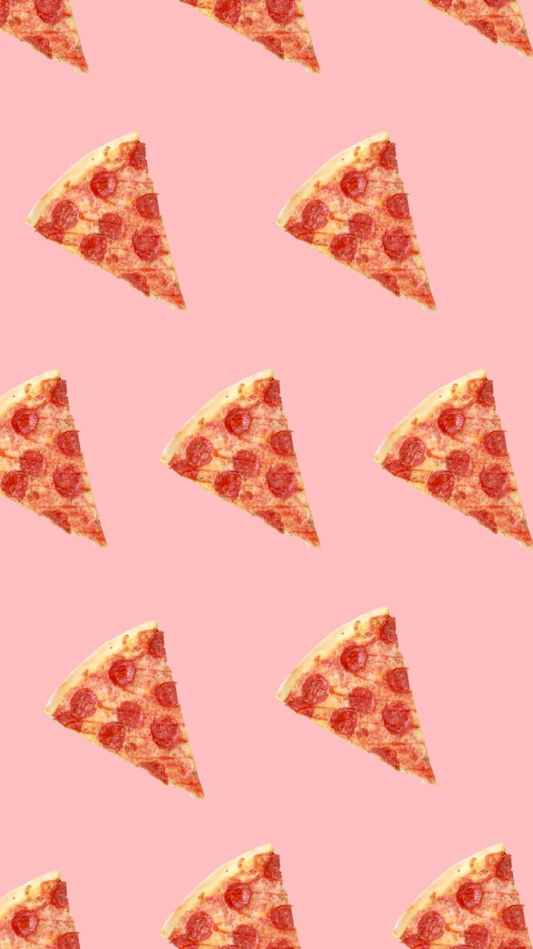 Stukken pizza pepperoni naast elkaar